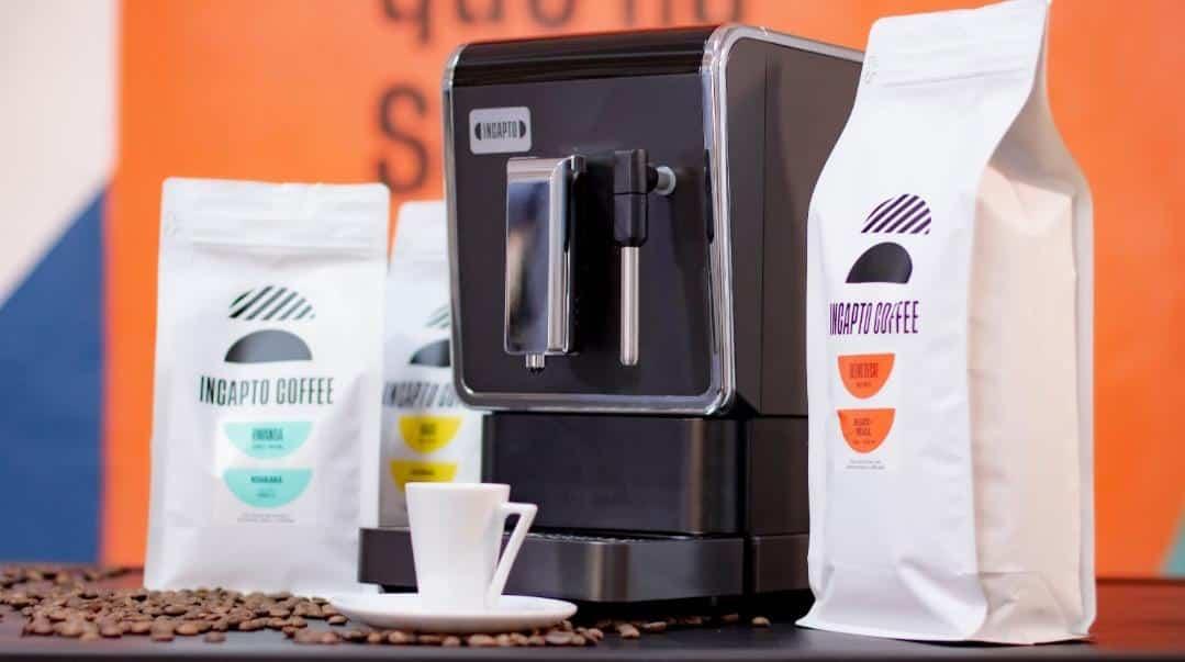 Cafetera con productos