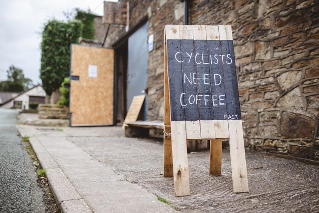 Ciclistas y el café